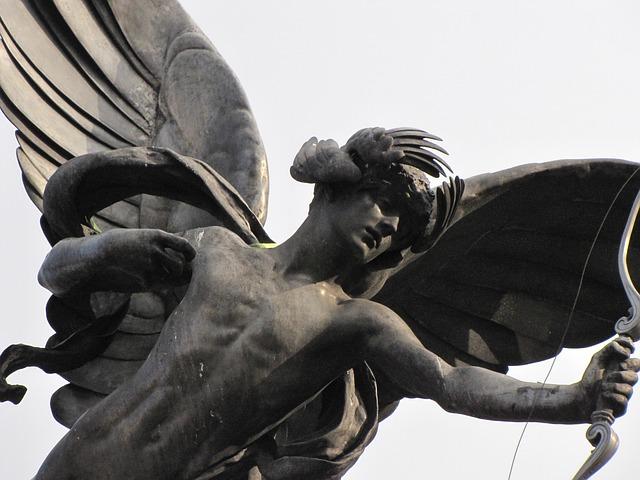 statue-142195_640