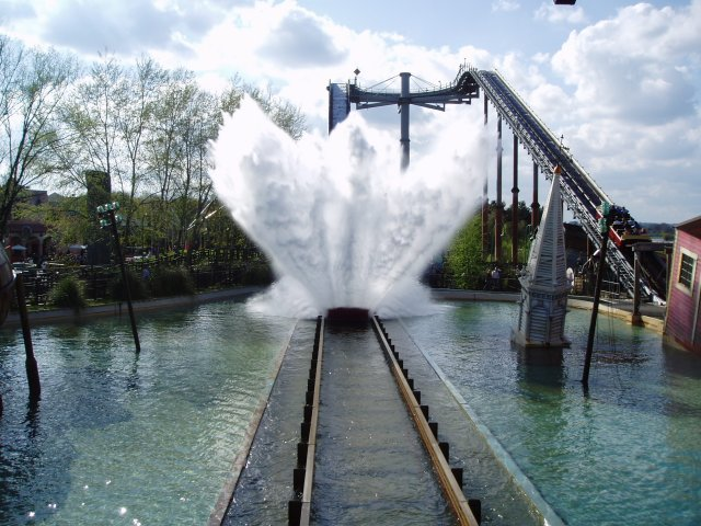 Tidal_Wave_at_Thorpe_Park_-_geograph.org.uk_-_389381