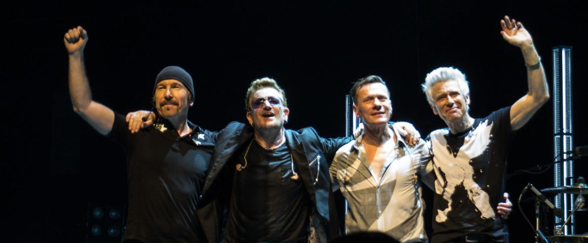 U2_curtain_call_in_Glasgow_11-7-2015