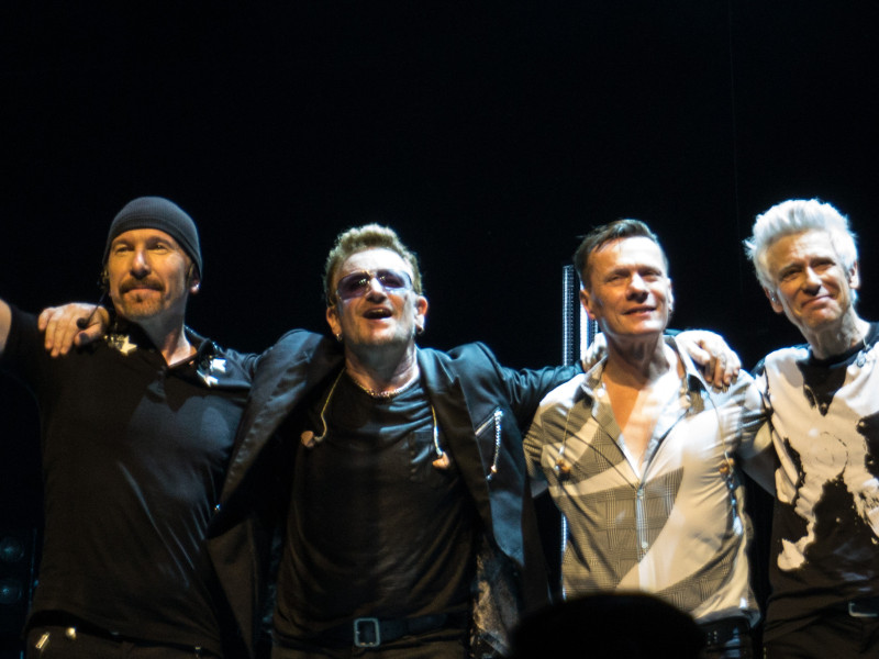 U2_curtain_call_in_Glasgow_11-7-2015