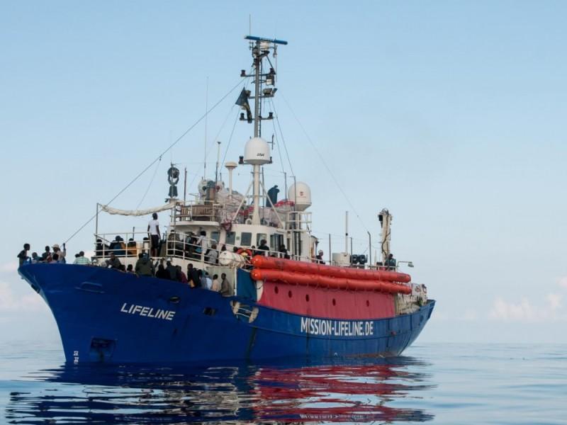 ong-lifeline-a-salvini-a-bordo-della-nave-ci-sono-esseri-umani-9x5bx